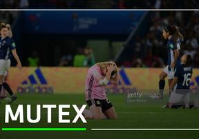 Bị gỡ tới 3 bàn trong 20 phút, tuyển nữ Scotland bật khóc khi bị loại khỏi World Cup nữ 2019.