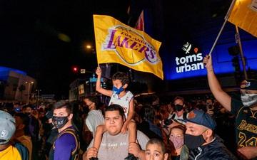 Fan Los Angeles Lakers phớt lờ Covid-19, tràn xuống đường ăn mừng chức vô địch NBA 2020