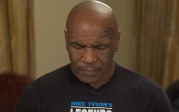 """Dân tình hoang mang cực độ khi Mike Tyson xuất hiện """"lờ đờ"""", """"nói không ra hơi"""" trong buổi phỏng vấn mới nhất"""