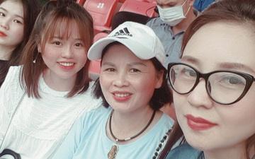 Lâu lâu Huỳnh Anh mới lại ra sân cổ vũ Quang Hải, nhan sắc rạng rỡ gây thương nhớ