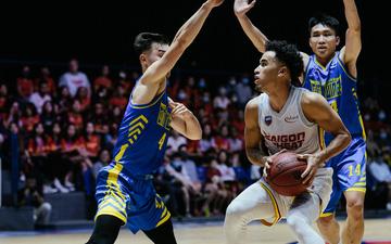 Ảnh: Christian Juzang thể hiện đẳng cấp, Saigon Heat biến VBA Arena thành sân nhà trong ngày làm khách trước Hochiminh City Wings
