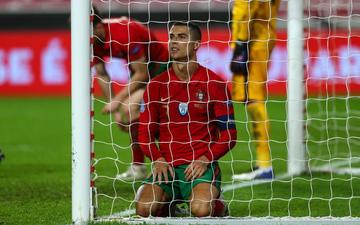 Ronaldo quỵ gối bất lực, tuyển Bồ Đào Nha chính thức thành cựu vương Nations League