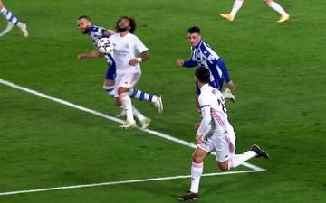 Trọng tài từ chối quả phạt đền mười mươi của Real Madrid dù Marcelo bị túm tóc