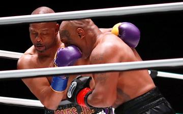 Lép vế trong trận đại chiến với Mike Tyson, Roy Jones vẫn nói cứng: Tôi xứng đáng giành chiến thắng