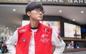 Fan Hàn khiến cả thế giới Esports tức giận vì những hành động quá khích: Quấy rối người thân HLV, thuê xe phát biểu ngữ quanh trụ sở T1
