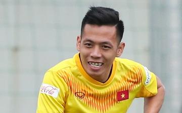 """Văn Quyết """"đói"""" bóng khi tập, HLV Park Hang-seo phải nhắc các tuyển thủ Việt Nam"""