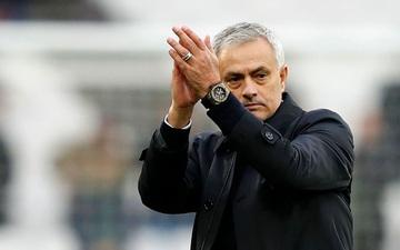 Mourinho, người chui ra từ cốp xe và tạo nên phép thuật