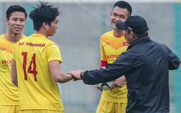 HLV Park Hang-seo bị Tuấn Anh trêu, không cho tham gia trò chơi ở tuyển Việt Nam