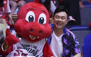 Nghẹn lòng trước hình ảnh của danh hài Chí Tài trên sân bóng rổ chỉ 3 ngày trước khi mất: Nụ cười hiền hậu ấy giờ chỉ còn trong ký ức!