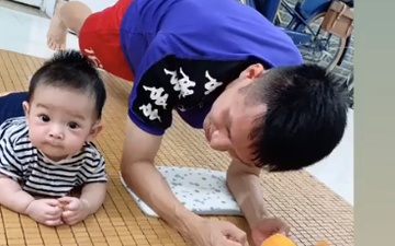 Ở nhà rảnh rỗi, tuyển thủ Việt Nam tranh thủ dạy con trai... tập plank cực đáng yêu: Có khác gì bố con nhà Ronaldo đâu