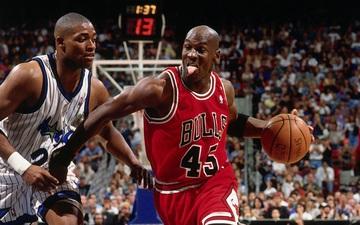 Lý giải cho số áo 45 mà Michael Jordan đã mặc khi quay trở lại với NBA vào năm 1995
