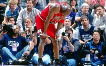 """Sự thật về trận đấu để đời """"Flu Game"""" của Michael Jordan"""