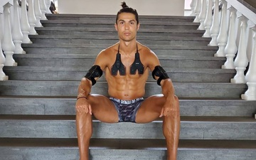 Ronaldo khoe cơ bụng 6 múi hoàn hảo với trang phục lạ, một số fan lại nghi ngờ có sự trợ giúp của photoshop