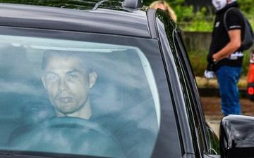 Khoảnh khắc Ronaldo thiếu sức sống trong ngày trở lại trụ sở Juventus