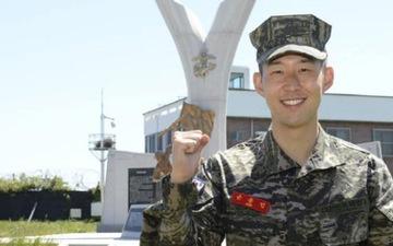 """Son Heung-min đúng chuẩn """"con nhà người ta"""" trong truyền thuyết, đá bóng hay lại còn đứng nhất lớp quân sự"""