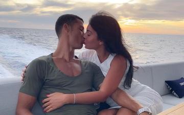"""Georgina ngày càng ra dáng vợ Ronaldo: Vừa nữ công gia chánh vừa công khai khẳng định """"chủ quyền"""" với bạn trai"""
