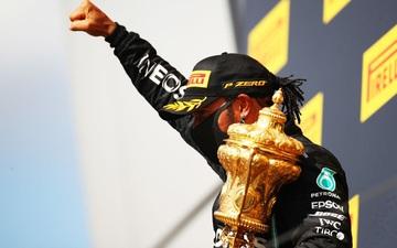 Nổ lốp ở vòng cuối, Lewis Hamilton vẫn thắng kịch tính tại British GP để lập thêm kỷ lục mới