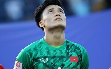 """Bùi Tiến Dũng ngưỡng mộ Sơn Tùng M-TP, trả lời cực hay câu hỏi """"chọn bóng đá hay quảng cáo?"""""""
