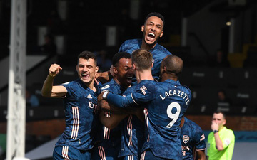 Arsenal thắng tưng bừng trong trận mở màn giải Ngoại hạng Anh
