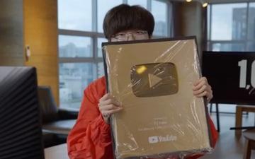 Tạm gác lùm xùm liên quan đến HLV, Faker đón tin vui với nút vàng Youtube