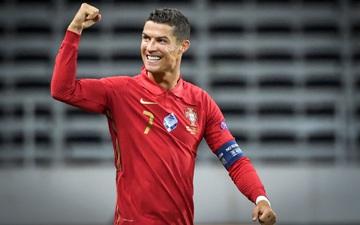 Ronaldo nhận giải thưởng cao quý, khẳng định bản thân vẫn là chân sút số 1