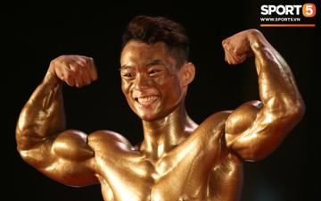 """Hot boy sinh năm 2000 """"mặt học sinh, thân hình chiến binh"""" Nguyễn Văn Quốc giành cả 2 HCV hạng 80 cân tại giải Cúp CLB thể hình toàn quốc"""
