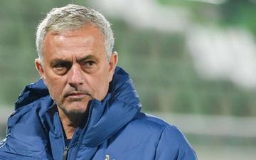Mourinho đáp trả Ozil siêu gắt sau phát ngôn hạ thấp Tottenham
