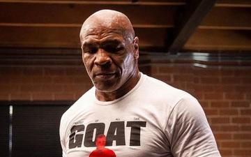"""""""Tay đấm thép"""" Mike Tyson bất ngờ xuất hiện trong lồng bát giác, dấy lên tin đồn chuẩn bị chuyển sang MMA"""