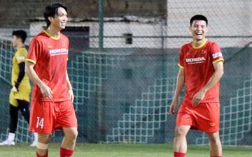 ĐT Việt Nam di chuyển 27 cây số để được tập sân đẹp, Quế Ngọc Hải báo tin vui