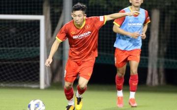 """U23 Việt Nam hào hứng tập luyện tại nơi từng được Manchester United """"bao trọn"""""""