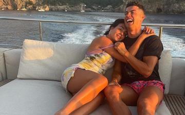 Nhận món quà từ Ronaldo, bạn gái Georgina không thốt nên lời