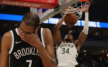 Giannis Antetokounmpo bật mode MVP, nhấn chìm Brooklyn Nets trong ngày mở màn NBA 2021/22