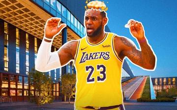 Choáng ngợp với món quà vinh danh mà LeBron James nhận được từ Nike