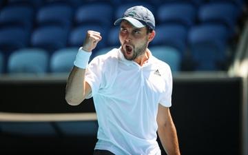 """Chuyện """"cổ tích"""" ở Australian Open: Tay vợt 27 tuổi lần đầu dự Grand Slam đã vào đến bán kết"""