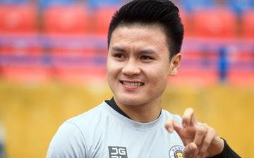 """Quang Hải tạo dáng """"long trảo thủ"""" ở buổi tập khai xuân của Hà Nội FC"""