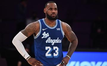 Los Angeles Lakers thất thủ trước Brooklyn Nets trong ngày LeBron James sánh vai cùng các huyền thoại NBA