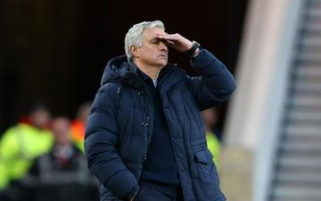Mourinho lần thứ 5 đứng bên bờ vực bị sa thải?