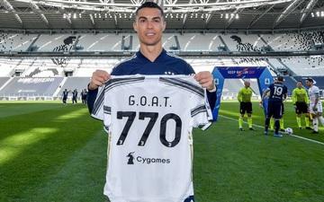 """Ronaldo trải qua kết cục đắng ngắt trong ngày vinh dự nhận áo """"The G.O.A.T"""""""