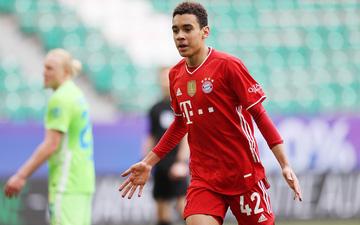 Sao trẻ Musiala lập cú đúp, Bayern Munich thắng Wolfsburg hú vía