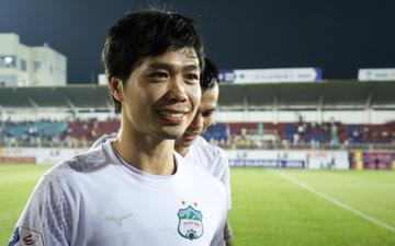 """Công Phượng bị Văn Toàn """"vái lạy"""", gọi là """"đồ tham lam"""" sau pha bóng trong trận thắng Hà Nội FC"""