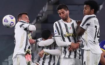 Thảm họa Ronaldo xếp hàng rào chống đá phạt: Cúi đầu che mặt, để mặc bóng bay vào lưới