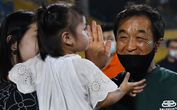 """Trợ lý Lee Young-jin nhớ nhầm tuổi con gái Bùi Tiến Dũng, trêu đùa nhưng bị Sushi """"bơ"""""""
