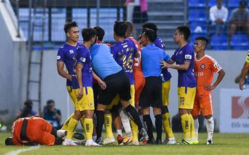 Hai cầu thủ Hà Nội FC nhận án phạt nguội vì hành vi phi thể thao