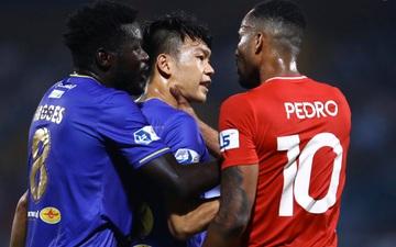 Thành Chung và ngoại binh bóp cổ nhau, trận Hà Nội FC đấu Viettel cực nóng