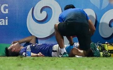 """Duy Mạnh đau đớn rời sân, HLV Hà Nội FC hứa """"chăm sóc đặc biệt"""" vì tuyển Việt Nam"""