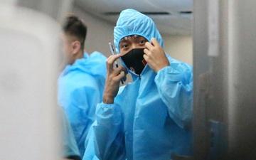 """Tuyển Việt Nam """"hoá"""" bác sĩ tuyến đầu chống dịch khi đến UAE"""