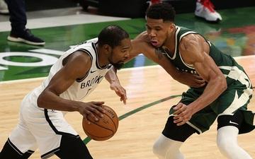 """Từ chối 42 điểm của Kevin Durant, """"Á thần Hy Lạp"""" đưa Milwaukee Bucks đến với chiến thắng nghẹt thở"""