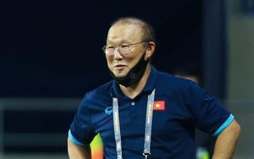 HLV Park Hang-seo bật cười sau khi tuyển Việt Nam bị thủng lưới trước Malaysia