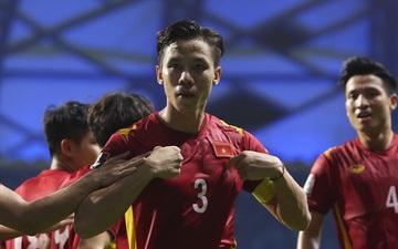 """Quế Ngọc Hải thoát kiếp """"ăn mừng ké"""", ghi bàn thắng quan trọng giúp Việt Nam đánh bại Malaysia"""