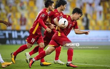 Fan xúc động trước hình ảnh Minh Vương ghi bàn xong vội vã ôm bóng vào sân tiếp tục trận đấu mong gỡ hoà cho tuyển Việt Nam